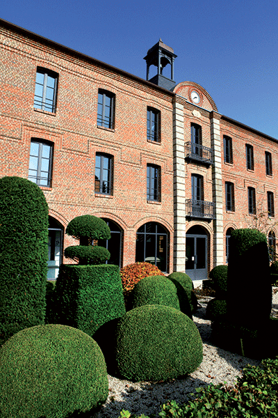 В 1928, Жорж ДЕЛАБИ, оптовый продавец сантехники из Парижа, приобретает литейную мастерскую во Фривилле (департамент Сомма).Он разрабатывает там са...